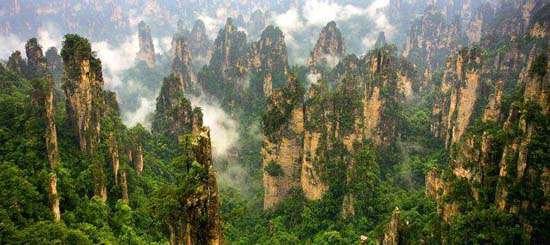 横看成岭侧成峰,远近高低各不同。 不识庐山真面目,只缘身在此山中。